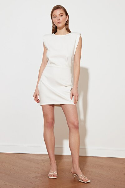 TRENDYOLMİLLA Beyaz Vatkalı Denim Elbise TWOSS21EL2318