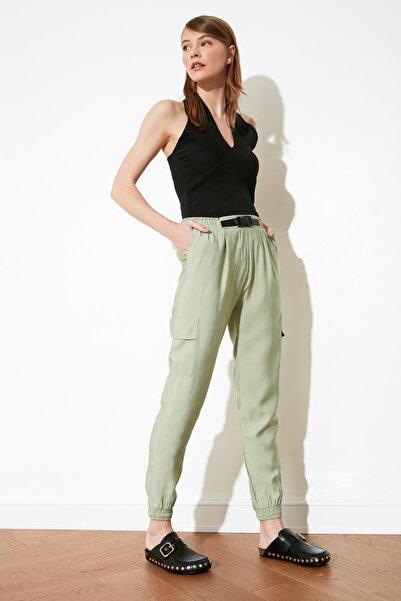 TRENDYOLMİLLA Yeşil Kemer Detaylı Pantolon TWOSS20PL0328