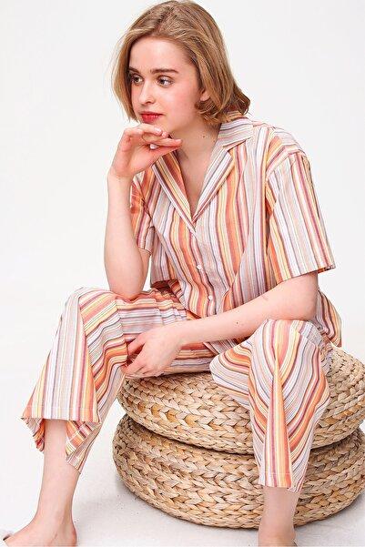 Trend Alaçatı Stili Kadın Yavru Agzı Yakalı Desenli Şortlu Dokuma Pijama Takım ALC-X5894