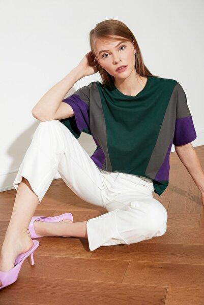 TRENDYOLMİLLA Koyu Yeşil Renk Bloklu Boyfriend Örme T-Shirt TWOSS19AD0014