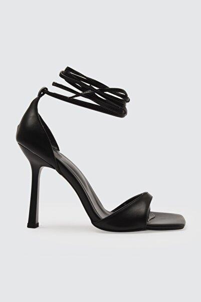 TRENDYOLMİLLA Siyah Küt Burunlu Kadın Klasik Topuklu Ayakkabı TAKSS21TO0040
