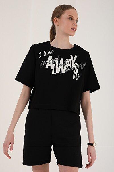 Tommy Life Kadın Siyah Asimetrik Yazı Baskılı Oversize O Yaka T-Shirt