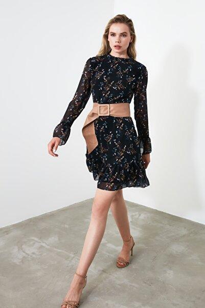 TRENDYOLMİLLA Siyah Çiçek Desenli Elbise TCLAW19LJ0076