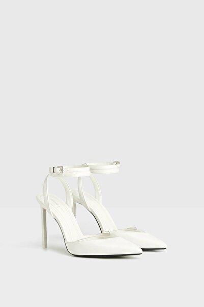 Bershka Kadın Beyaz Vinil Şeritli Arkası Açık Topuklu Ayakkabı 11303660