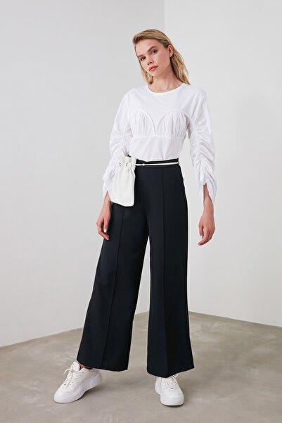 TRENDYOLMİLLA Siyah Önü dikişli Geniş Paça Pantolon TWOAW21PL0036