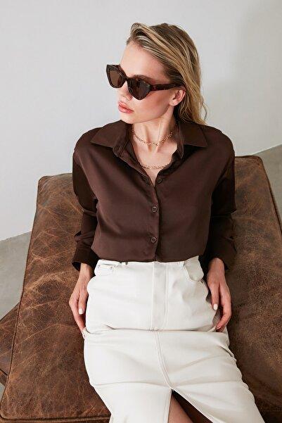 TRENDYOLMİLLA Kahverengi Oversize Saten Gömlek TWOAW21GO0139