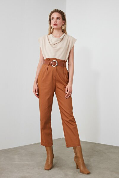 Camel Kemerli Düz Kesim Pileli Pantolon TWOSS20PL0016