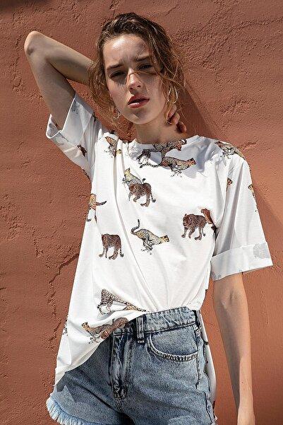 Y-London Kadın Beyaz Çita Baskılı Yırtmaçlı Kısa Kollu Tişört Y20S110-4133