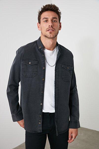 TRENDYOL MAN Siyah Erkek Metal Düğmeli Çift Cepli Regular Denim Gömlek TMNSS20GO0104