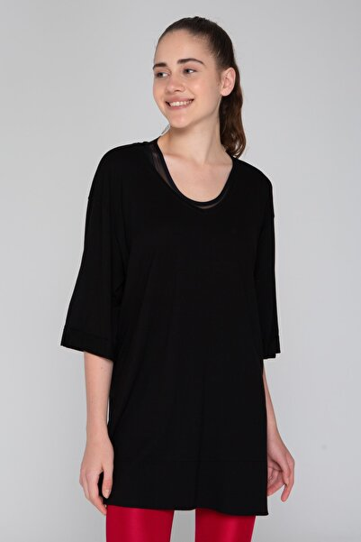 İzumi Sport Kadın Siyah Oversize Yırtmaçlı Tshirt