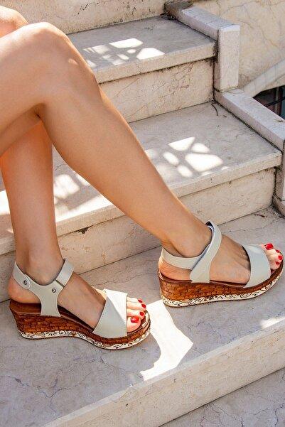 Fox Shoes Bej Kadın Sandalet F288071309
