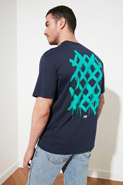 TRENDYOL MAN Lacivert Erkek Sırt Baskılı Geniş Kesim T-Shirt TMNSS20TS1036