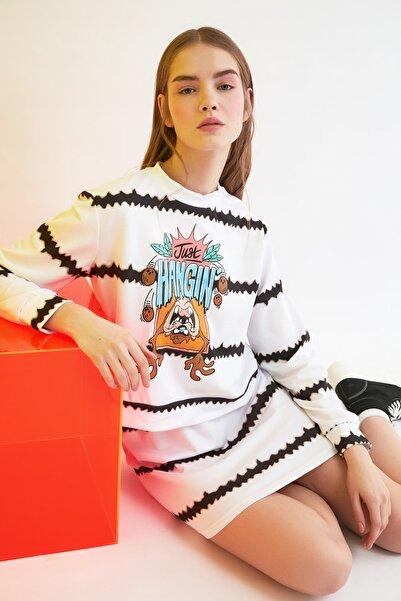 TRENDYOLMİLLA Ekru Tazmanya Canavarı Lisanslı Baskılı Batik Örme Sweatshirt TWOSS21SW0008