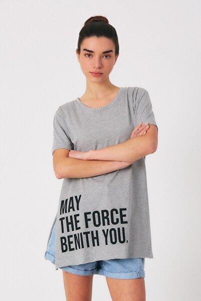 Robin Kadın Gri Yazılı Yırtmaçlı Tshirt