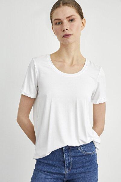 adL Kadın Beyaz Yuvarlak Yaka Kısa Kol Tişört