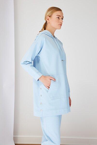 Trendyol Modest Mavi Kapüşonlu Çıtçıt Detaylı Örme Eşofman Takımı TCTSS21EM0072