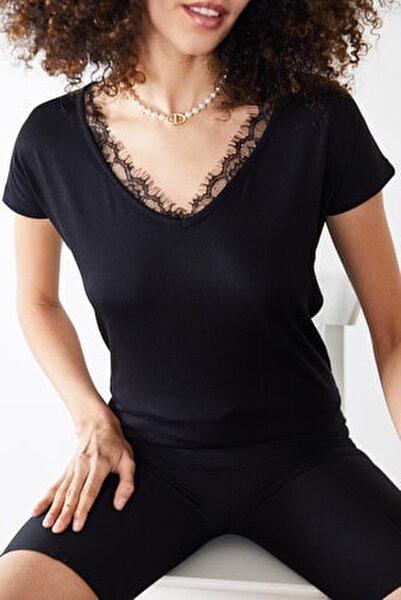 Kadın Siyah Dantelli V Yaka Bluz 0YZK2-10102