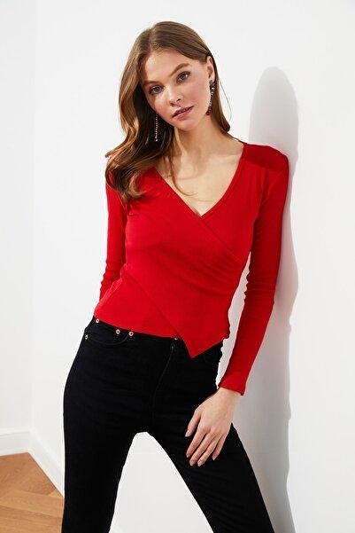TRENDYOLMİLLA Kırmızı Kruvaze Örme Bluz TWOAW21BZ1274