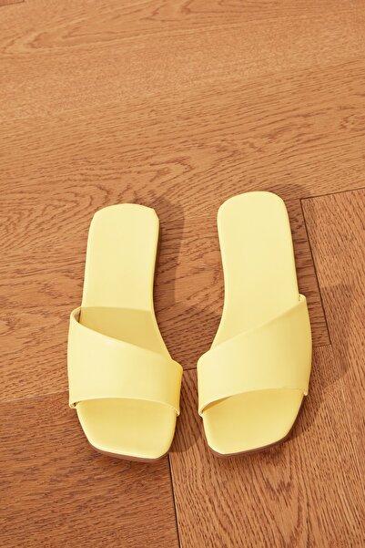 TRENDYOLMİLLA Sarı Kadın Terlik TAKSS21TE0038