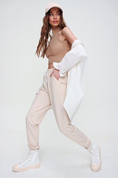 Trend Alaçatı Stili Kadın Açık Bej Beli Ve Paçası Lastikli Basıc Eşofman Altı ALC-X5902