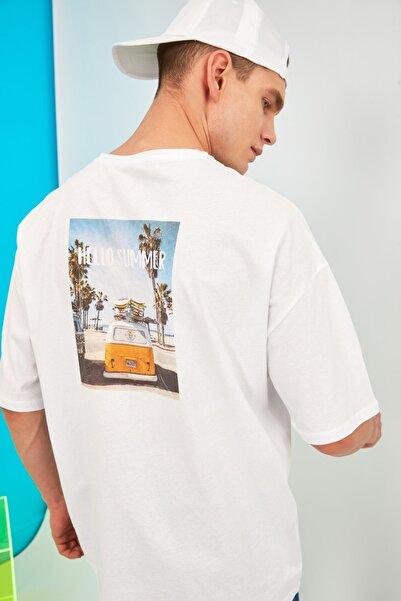 TRENDYOL MAN Beyaz Erkek Kısa Kollu Baskılı Oversize T-Shirt TMNSS21TS0619