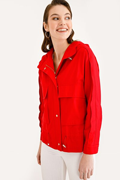 Ekol Kadın Kırmızı Kapüşonlu Kısa Trençkot