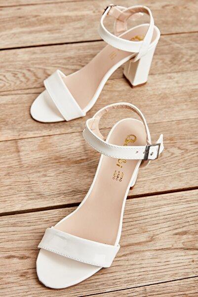 Bambi Beyaz Rugan Kadın Klasik Topuklu Ayakkabı K05503740098