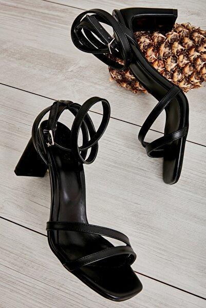 Bambi Siyah Kadın Klasik Topuklu Ayakkabı K05575000409