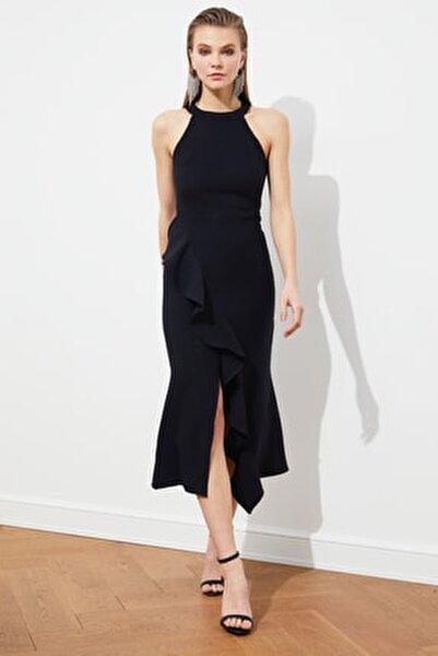 Siyah Volan Detaylı Elbise TPRAW19BB0144