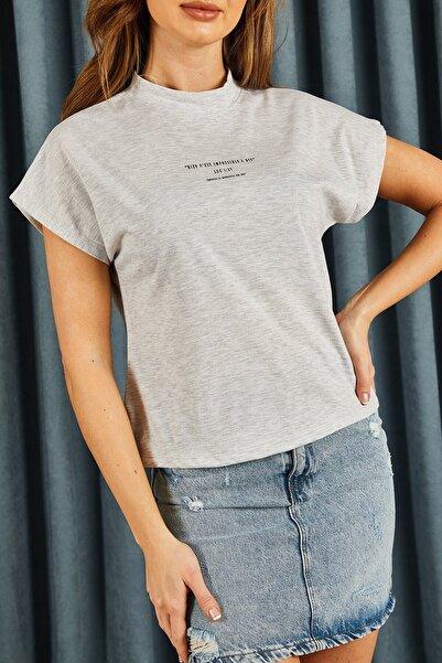 Hadise Kadın Gri Yazılı Tshirt