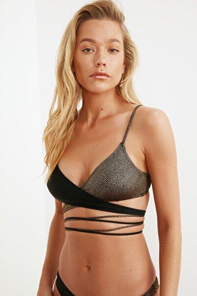 TRENDYOLMİLLA Jakarlı Renk Bloklu Bikini Üstü TBESS21BU0278