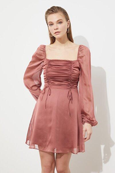 TRENDYOLMİLLA Gül Kurusu Yaka Detaylı Şifon Elbise TPRSS21EL0767