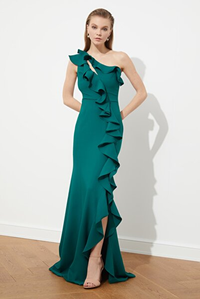 TRENDYOLMİLLA Zümrüt Yeşili Fırfır Detaylı  Abiye & Mezuniyet Elbisesi TPRSS20AE0244