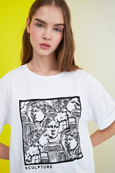 TRENDYOLMİLLA Beyaz Baskılı Loose Kalıp Örme T-Shirt TWOSS20TS0110