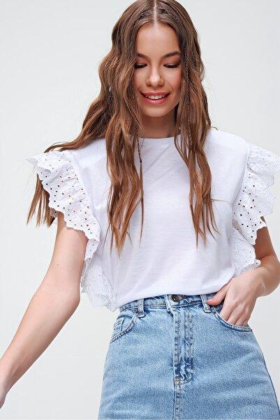 Trend Alaçatı Stili Kadın Beyaz Güpür Kollu Vatkalı Bluz ALC-X5939