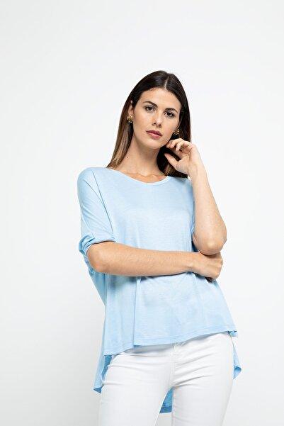 BEBE PLUS Kadın  Arkası Uzun V Yaka T-shırt - Açık Mavi