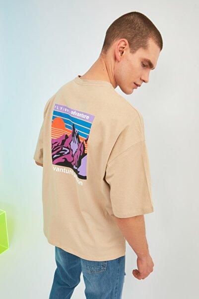 TRENDYOL MAN Taş Erkek Oversize Bisiklet Yaka Kısa Kollu Baskılı T-Shirt TMNSS21TS1227