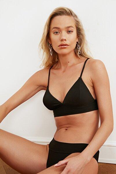 TRENDYOLMİLLA Siyah Detaylı Bikini Üstü TBESS21BU0085