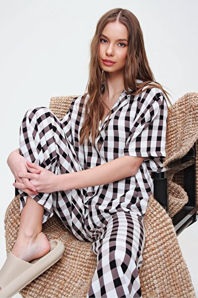 Trend Alaçatı Stili Kadın Bej V Yaka Dokuma Pijama Takım ALC-X5928
