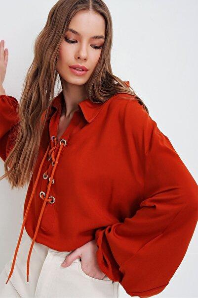 Trend Alaçatı Stili Kadın Kiremit Balon Kollu Yakası Bağcıklı Oversize Dokuma Viscon Bluz ALC-X5941