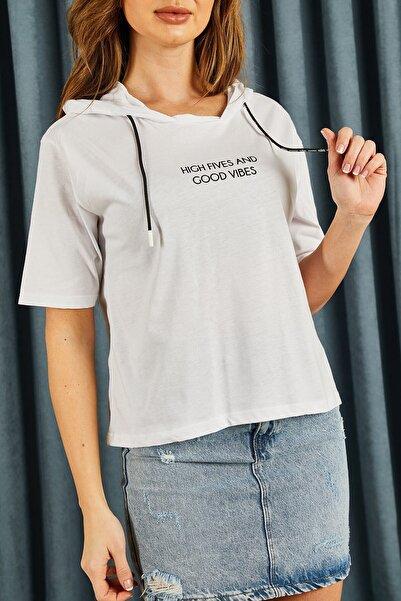 Hadise Beyaz Kapşonlu Yazılı Tshirt
