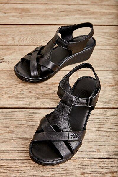 Bambi Hakiki Deri Siyah Kadın Sandalet K05809708403