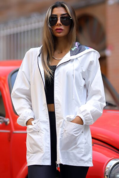 Arya Moda Kadın Beyaz Kapüşonu Yıldız Desenli Cepli Bol Kesim İnce Yağmurluk