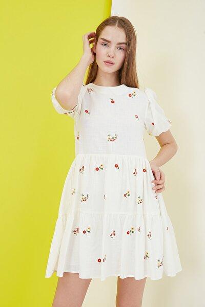TRENDYOLMİLLA Ekru Nakışlı Elbise TWOSS21EL0938