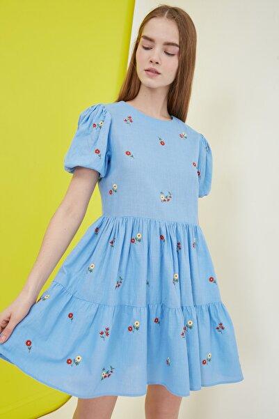 TRENDYOLMİLLA Mavi Nakışlı Elbise TWOSS21EL0938