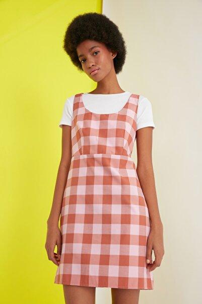 TRENDYOLMİLLA Çok Renkli Kareli Elbise TWOSS21EL1703