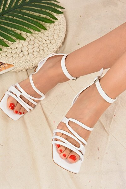 Fox Shoes Kadın Beyaz İnce Bantlı Topuklu Ayakkabı K749170209