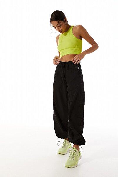 Stradivarius Kadın Siyah Teknik Jogging Fit Spor Pantolon 01158842
