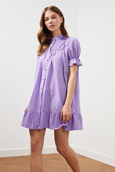 TRENDYOLMİLLA Lila Düğmeli Dantel Detaylı Elbise TWOSS21EL1277