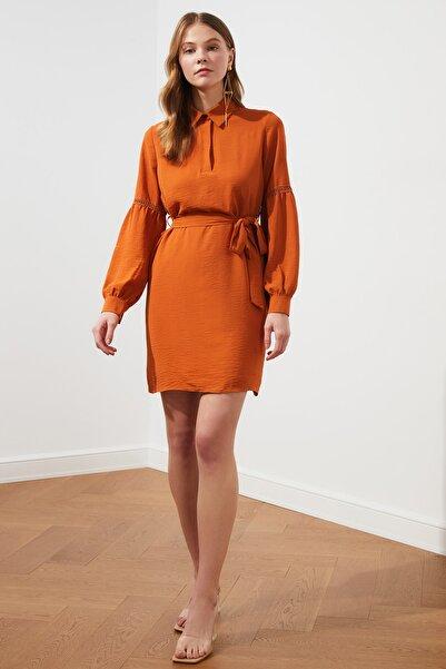 TRENDYOLMİLLA Kiremit Kuşaklı Kol Detaylı Elbise TWOSS21EL0773